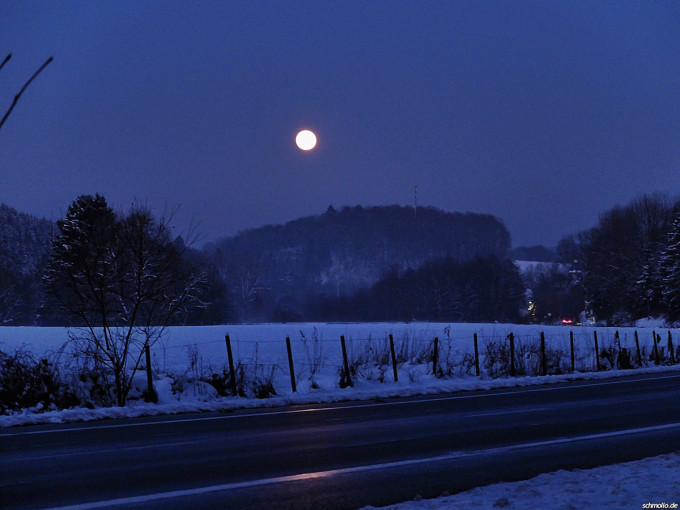 Heute auf dem Nachhauseweg war der Mond besonders voll.